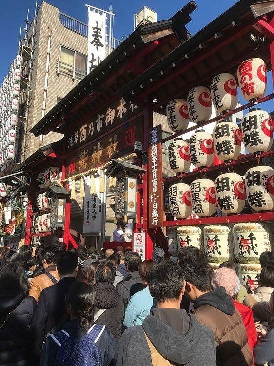 台東区千束3丁目にある、鷲神社の酉の市の様子です。